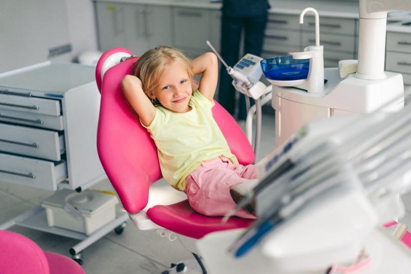 fluoryzacja zębów u dzieci stomatolog warszawa impladent fluoryzowanie